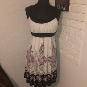 Trixxi adorable Dress Size Mefium ties in back